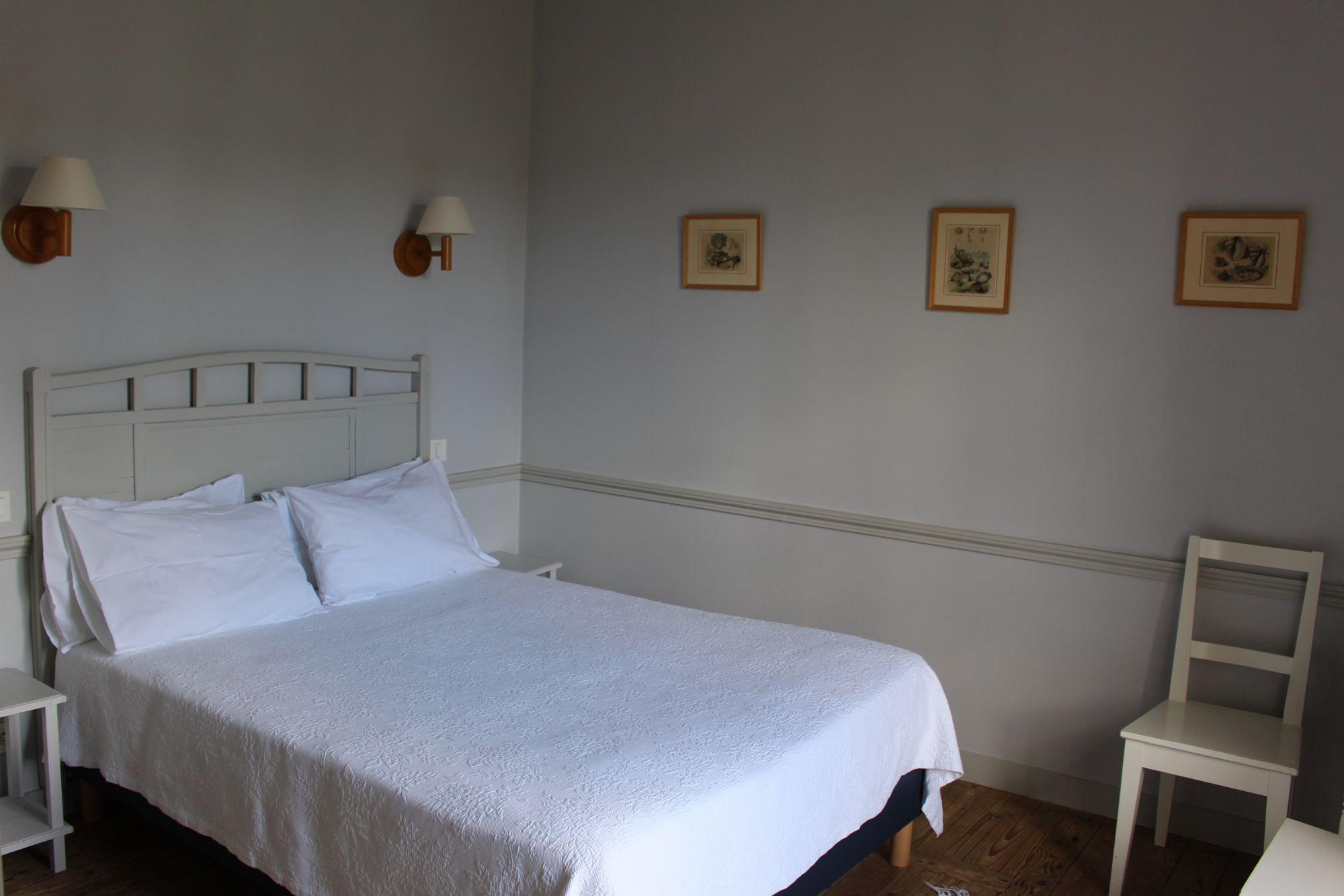 chambres-dhotes-les-mouettes-saint-suliac-chambre-jaune-2