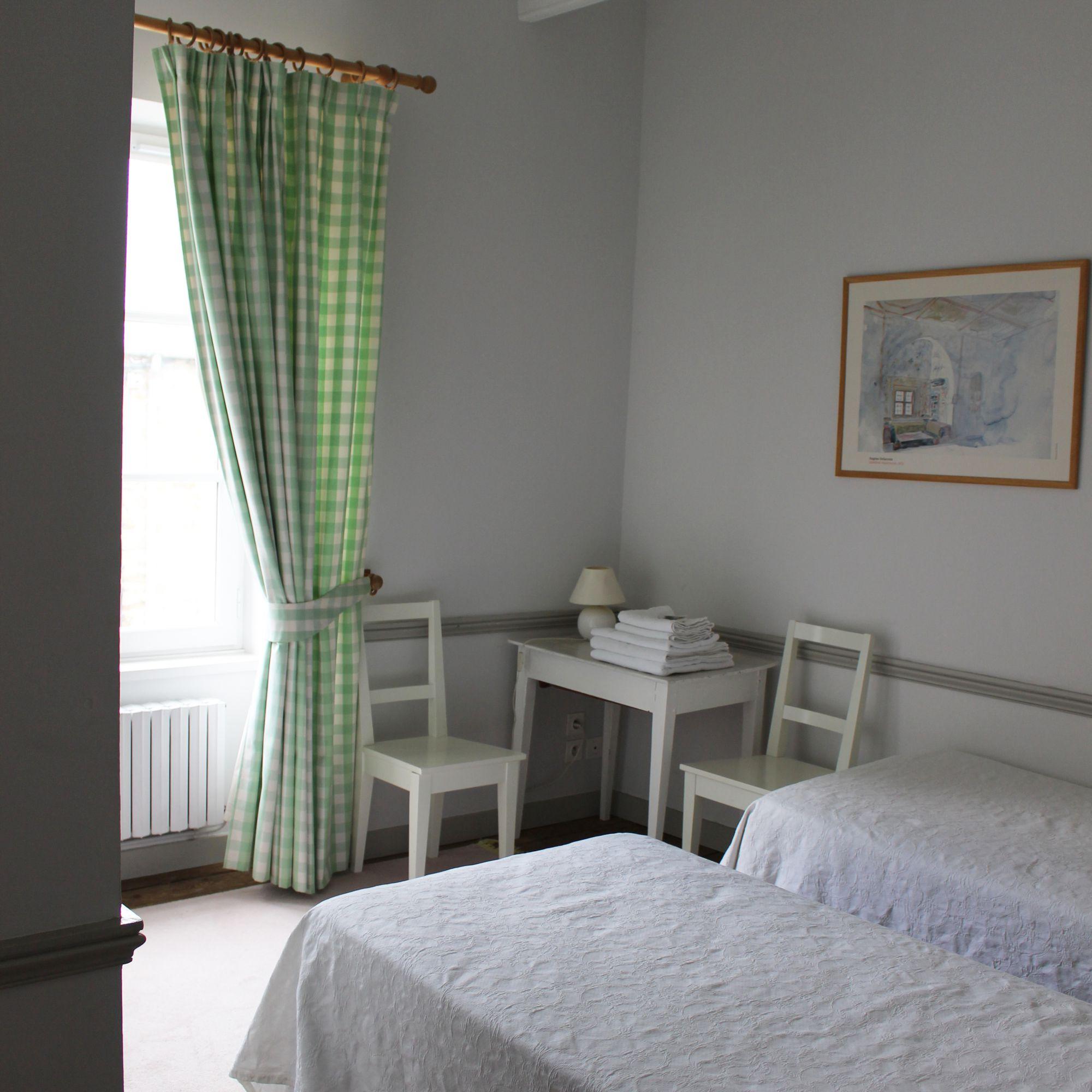 chambre verte les mouettes saint suliac chambres d h tes les mouettes saint suliac. Black Bedroom Furniture Sets. Home Design Ideas